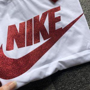 חולצות טי ממותגות