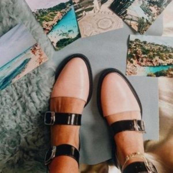 נעלי בובה אבזם