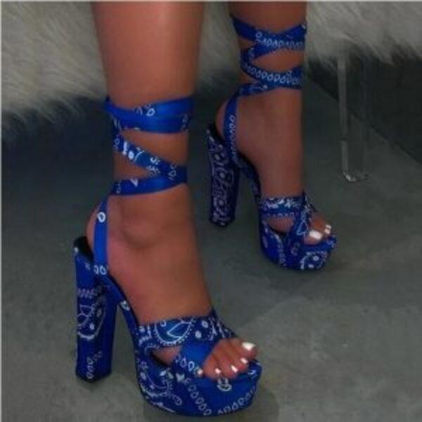 נעלי עקב בנדנה קשירה