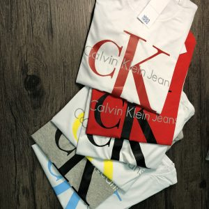 חולצות טי קלווין נשים