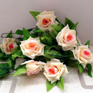 עיצוב שולחן שרשרת פרחים